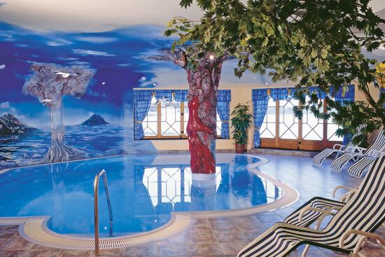 Wellnessoase - Hallenbad im Hotel Urbisgut